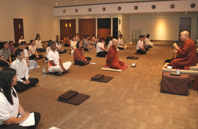 Ven. Asabhacara motivating devotees to practise diligently.