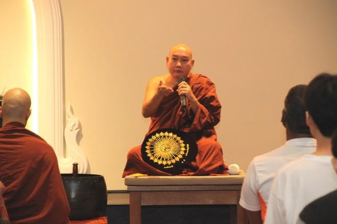 Ven. Asabhacara conducting the meditation session at Nalanda Centre.