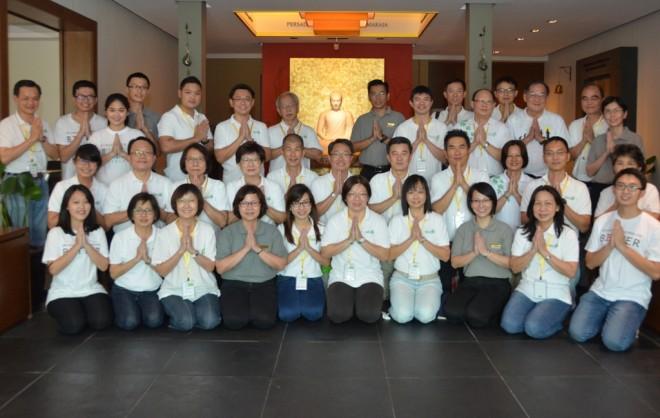 Group photograph of Buddhist Fellowship Singapore members and Nalandians.