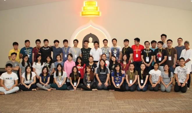 Participants of the annual Nusantara Buddhist Youth camp having a photograph with Bro.Tan at Nalanda Centre.