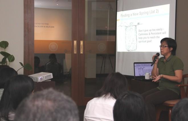 Sis. Yee Yong giving a Dhamma talk.
