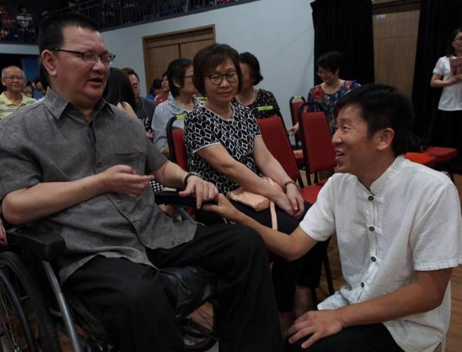 Bro. Tan greeting Bro. Oh Kim Leng.