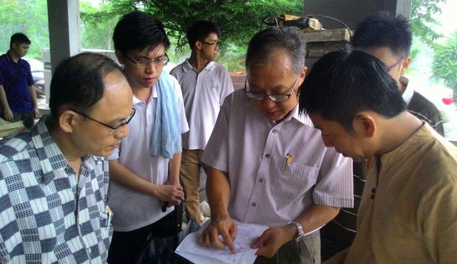 Project Co-ordinator Bro. Fong briefing Nalandians on the building details.