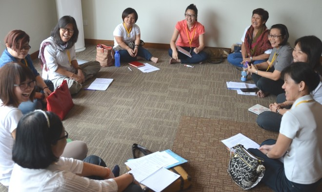 Group discussions help participants to understand the lecture better.