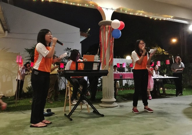 Talented Nalanda students sing for the crowd.