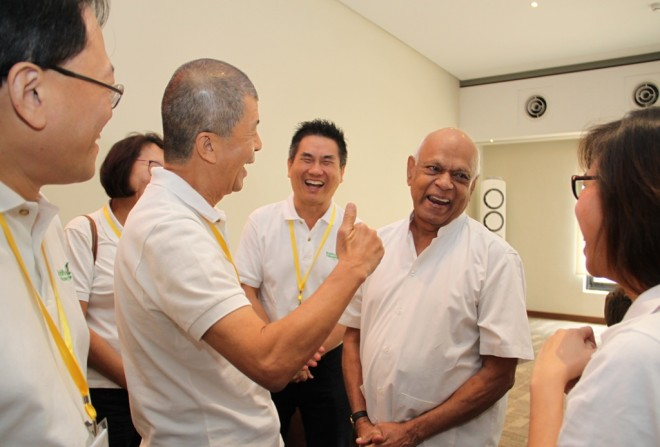 Achariya Vijaya meet up with Buddhist Fellowship Singapore members after his talk.