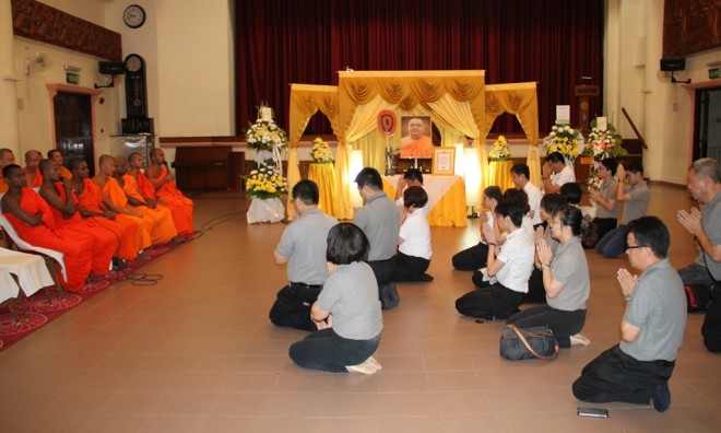 Nalandians attending the wake service for the late Ven. Dr. Dhammadinna.