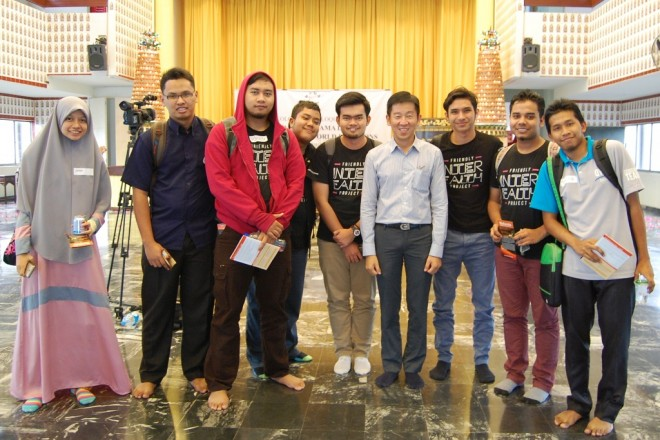 Muslim students, having a photograph with Bro Tan,  were eager to learn more about Buddhism and other religions after the dialogue.