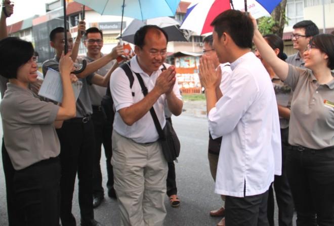 Bro. Tan and Nalandians wishing Dr. Ng and his team farewell.