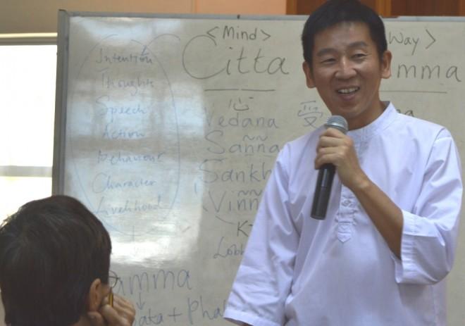 Bro. Tan conducting the one-day Dhamma retreat.
