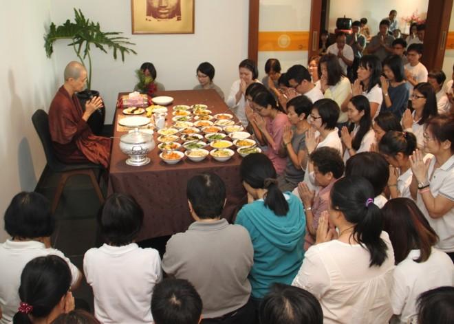 Ayya Susīlā offering blessings for lunch dāna.