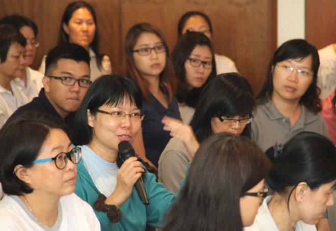 Devotees asked many interesting questions about cultivation of mindfulness.