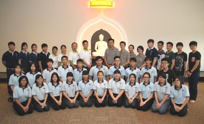 Group photograph of Ulu Tiram Buddhist Association Dhamma School students and teachers with Nalanda officers.