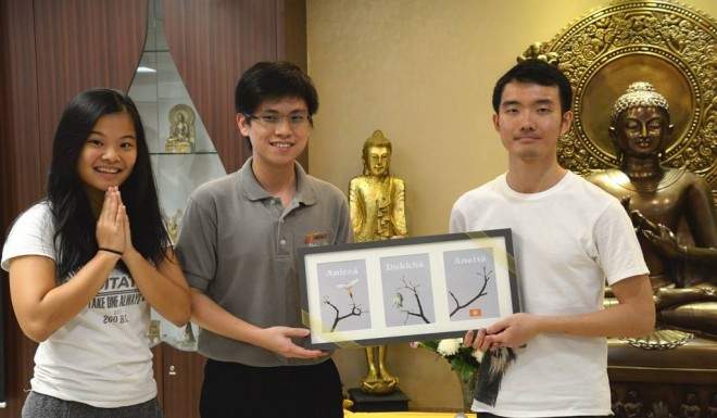 Bro. Disheng presents gift to Buddhist Fellowship Youth Singapore.