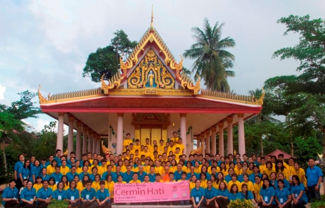 Group photograph of camp organisers and participants.