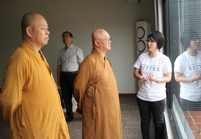 The Abbot of Jing Long Shan Temple, Ven. Wen Tong (文通法师) was brought on a tour of Nalanda Centre by Sis. Nandini.