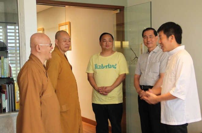 (From left) Ven. Wen Tong (文通法师),Ven. Zhang Deng (章灯法师), President of Serdang Buddhist Association Bro.Yap, Jing Long Shan Committee Member Bro. Roger Tan, and founder Bro Tan.