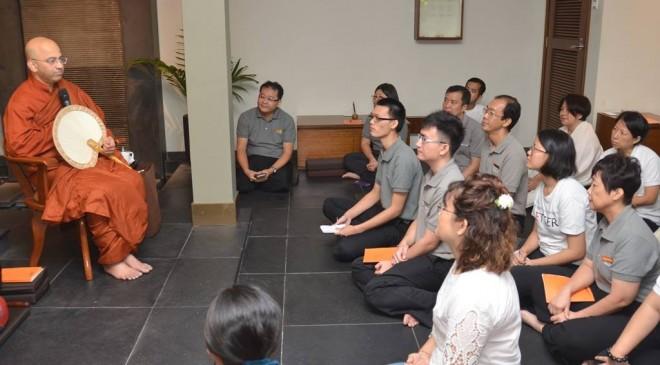 Venerable Rewatha giving a Dhamma talk on mindfull living.