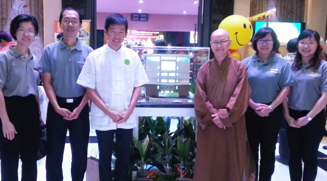 Group photograph of Abbess Venerable Sing Kan with Bro. Tan and senior Nalandian officers at the event.