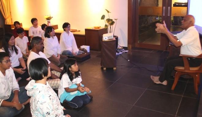 Achariya Vijaya answering questions from devotees.