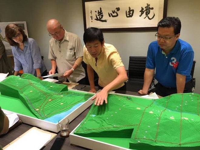 Bro.Tan pointing out the zoning of Wisdom Park on the topographic model.