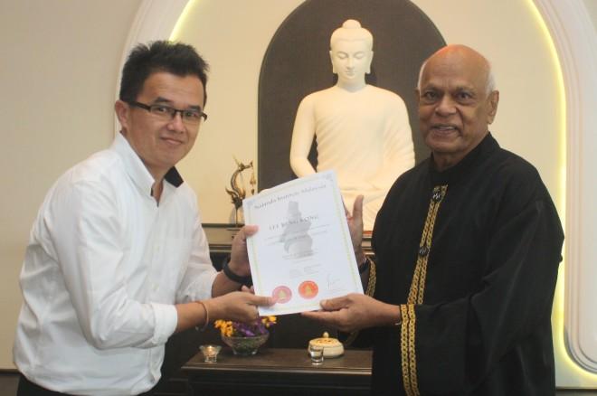 Achariya Vijaya presenting a certificate to BPS 303 participant, Bro. Stan Lee.