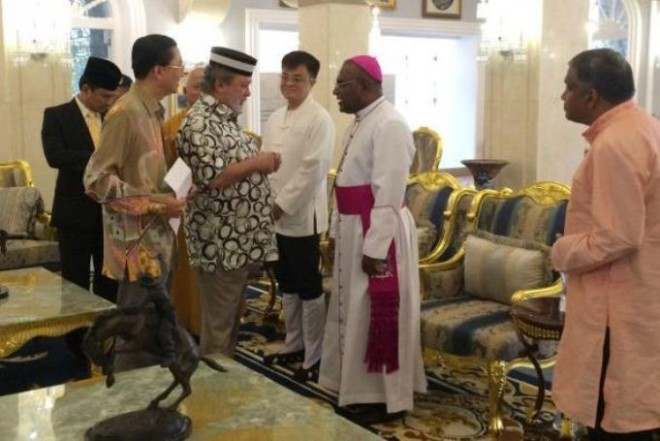 Sultan of Johor hosting religious leaders of various faiths.