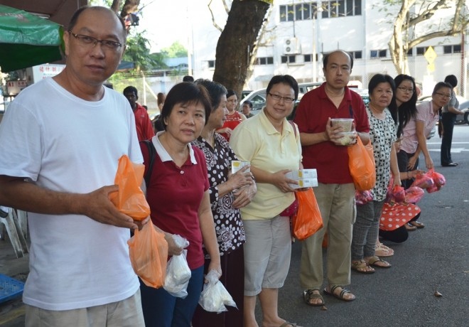 Devotees waiting to make offerings to the venerables on alms-round.