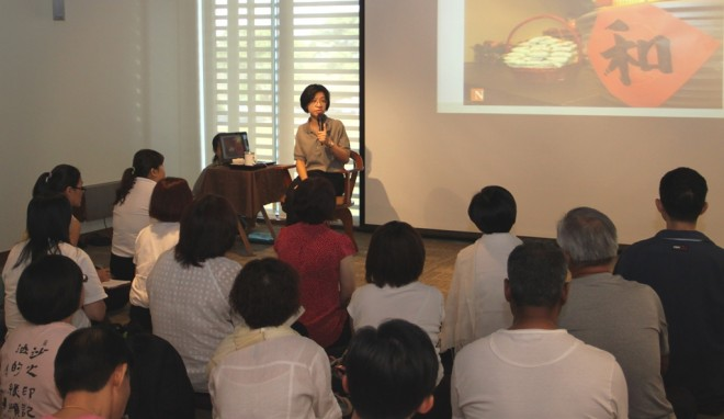 Sis. Sandy giving a Dhamma sharing on the spirit of 'Sāmaggī'.