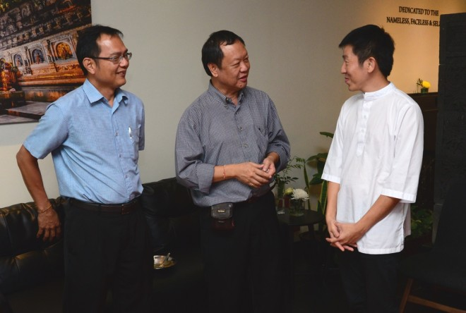 Bro. Tan chatting with Bro. Teo (left) and Bro. Johnny (centre).