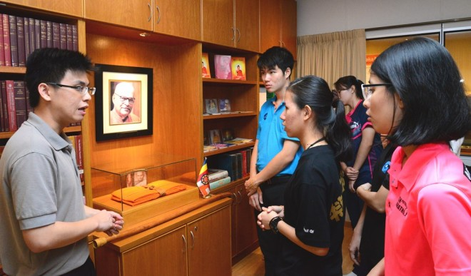 Bro. Disheng taking the trainees on a tour of Nalanda Centre.