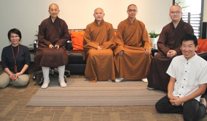(From left) Sis. Nandini, Ven. Zhen Che (振澈法师), Ven. Tong Hui (通辉法师), Ven. Tong Ci (通慈法师),  Ven. Shi Di (实谛法师), and Bro. Tan.