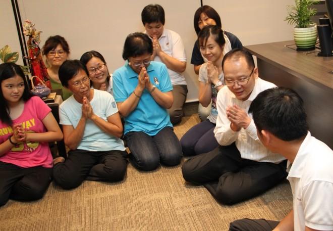 Kuala Lumpur branch officers greeting Bro. Tan.