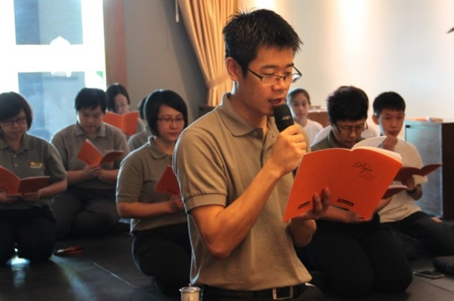 Bro. Choong Li leading the chanting for the victims of the recent earthquake in Taiwan.