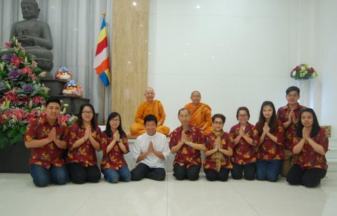 Venerable Bhikkhunī Santinī, Venerable Bhikkhunī Sīlavatī, and the organising team for the programme.