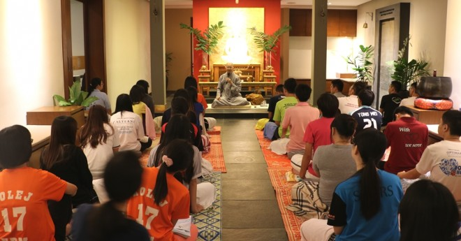 Venerable Chi Xiang (持向法师) conducted the meditation session and  gave a Dhamma talk.