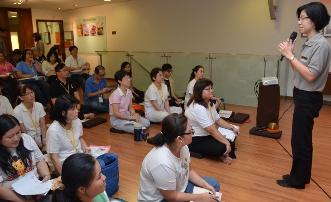 Sis. Sandy conducting the first session of BPS 201 Intermediate Buddhist Studies in Mandarin.