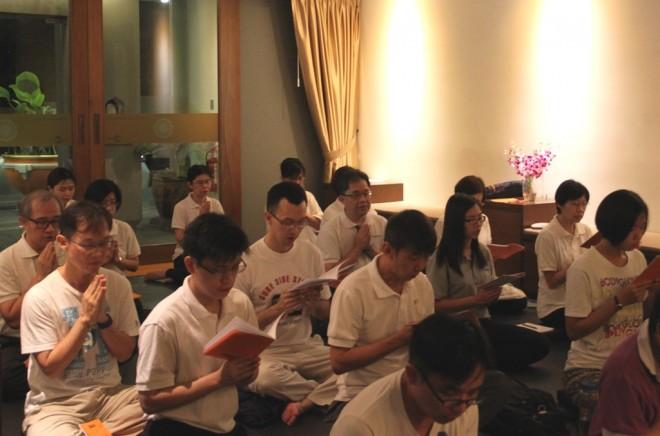 Chanting at the New-moon Uposatha Service.