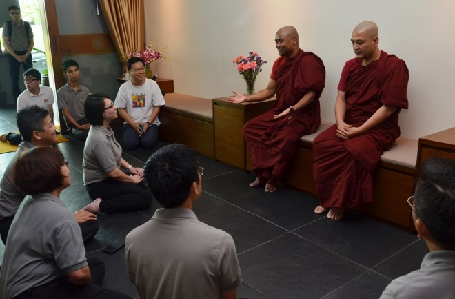 Venerables  Kolita Thera and Saddhatissa Thera were warmly received by Nalandian officers.