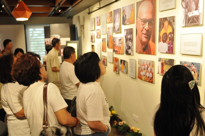 Visitors getting to know the late venerable's qualities and contributions to Buddhism.