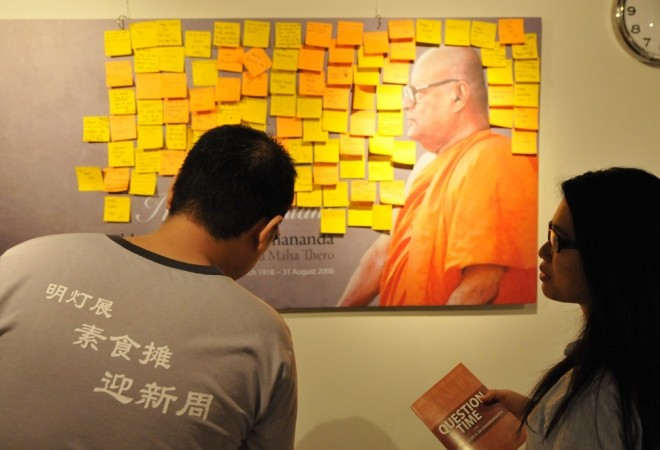 Visitors leaving their messages at a corner of the exhibition.