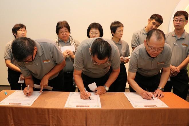 Branch Chairmen signing their pledge.