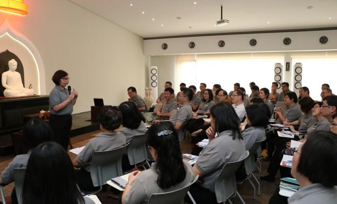 "Nalanda President Sis. Evelyn speaking about the concept of ""team leadership""."