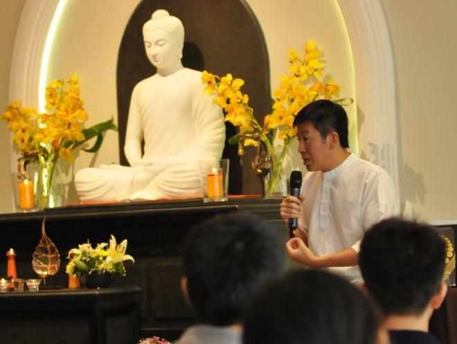 Nalanda founder Bro. H.S. Tan giving an insightful and profound Dhamma talk.