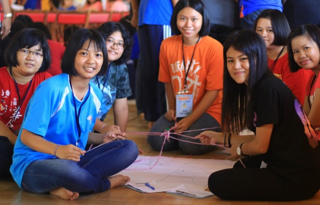 Participants get to know each other better during ice-breaking games.