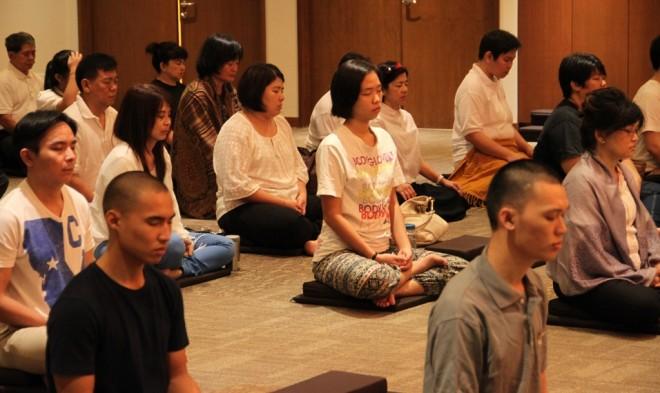 Devotees at Nalanda's weekly sitting.
