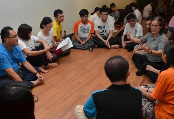 Sis. Siew Kim (in grey t-shirt) briefing her team members.