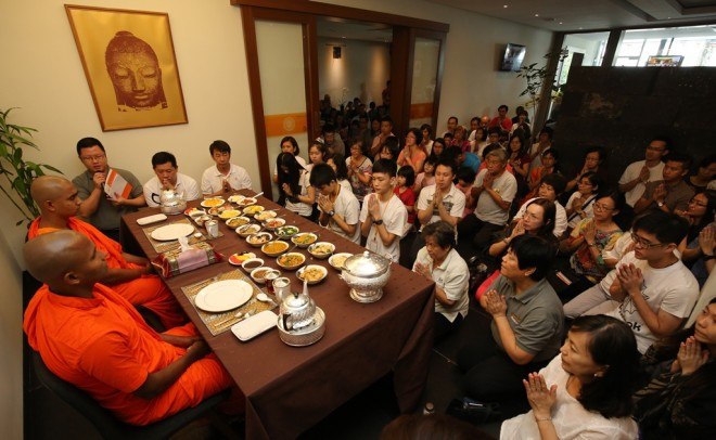 After the Dhamma talks, devotees congregate in the Dāna Hall to offer lunch to venerable monks.