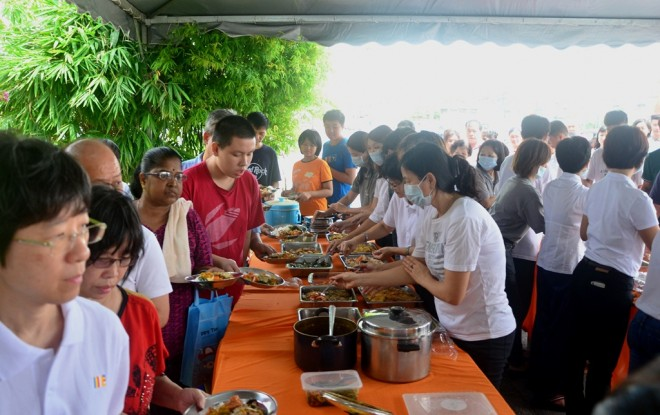 Members of the public were served vegetarian meals throughout the Wesak celebration period at Nalanda Centre.