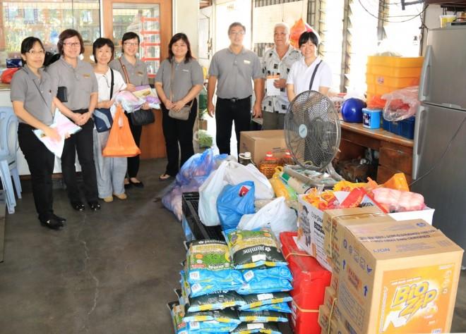 Nalanda officers visit Tong Sim Senior Citizens' Care Centre.